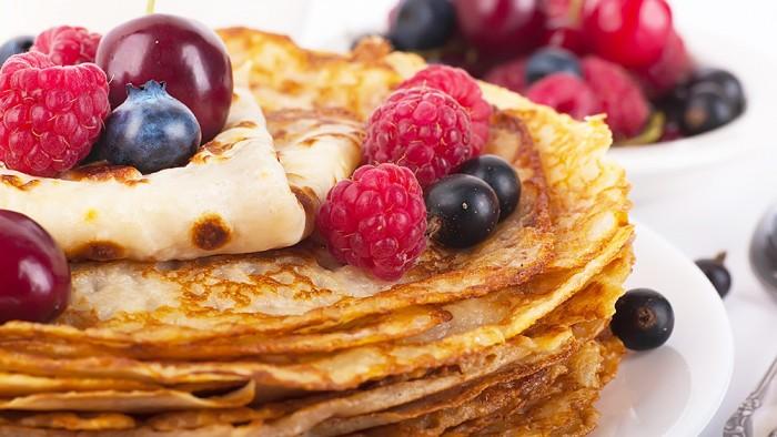 Clatite cu fructe de padure