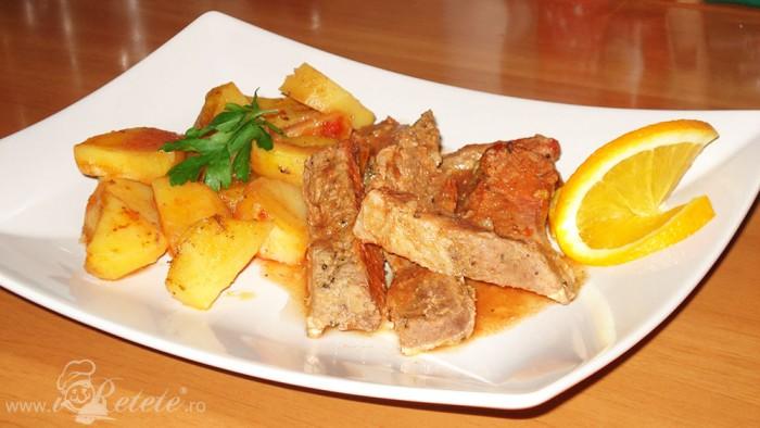 Pulpa de vitel cu cartofi la cuptor