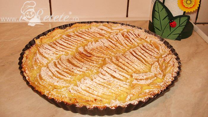 Tarta cu mere si zahar pudra