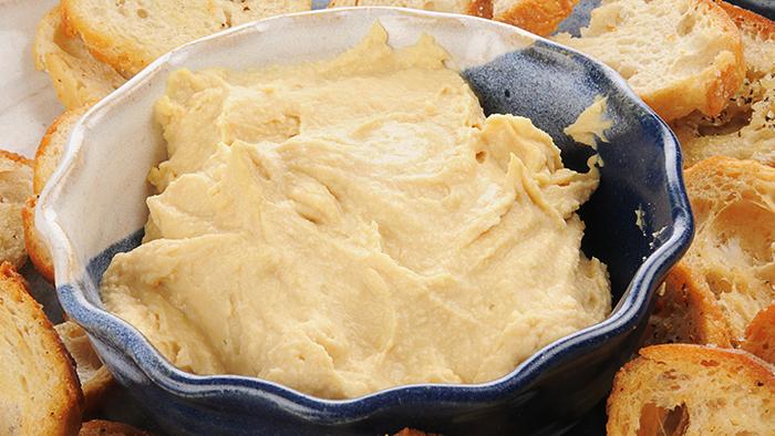 Hummus cu paine prajita