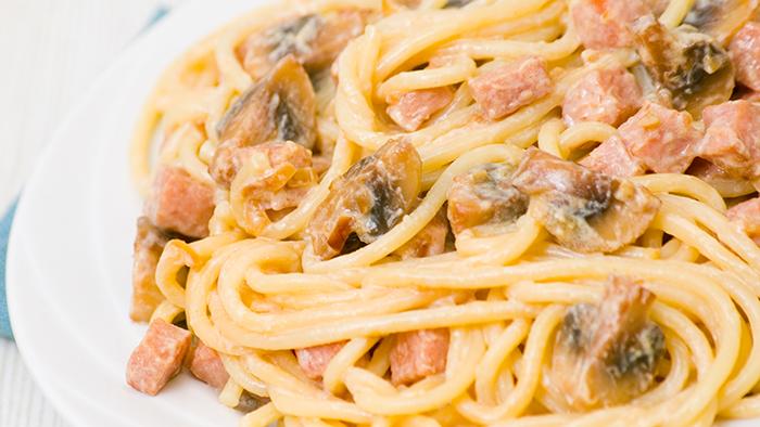 Spaghete cu sunca si ciuperci