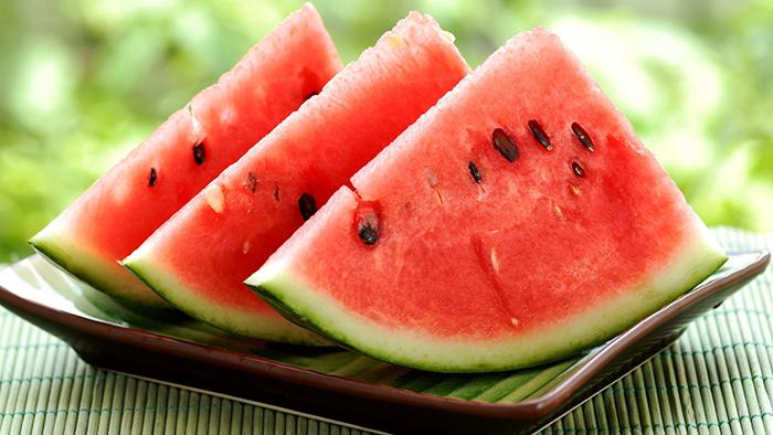 Conținutul mare de apă recomandă pepenele în tratamentul rinichilor și al aparatului urinar.