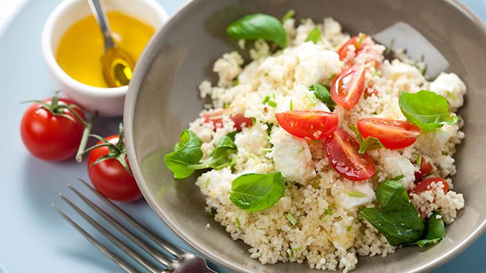 Salata de cuscus cu branza si rosii cherry