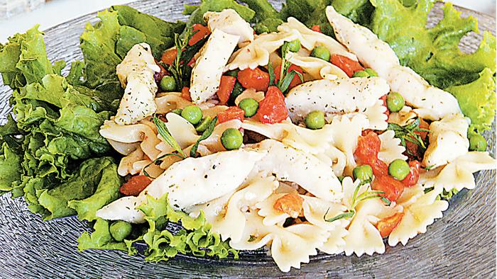 Salata de farfalle cu peste